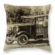 Old Jalopy In Wiscasset Throw Pillow