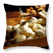 Onions Blancs Frais Throw Pillow