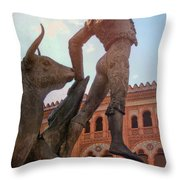 Palco Real Throw Pillow