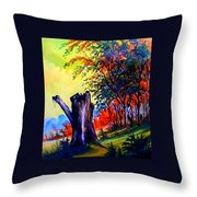 Planeta Verde Throw Pillow