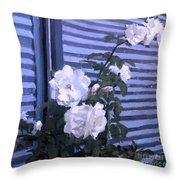 Roses De Lignes Bleues Throw Pillow