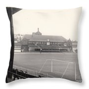 Sheffield United - Bramall Lane - Cricket Pavilion 1 - Bw - 1960s Throw Pillow