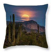 Super Moon 2018 - Wolf Moon  Throw Pillow