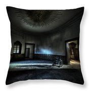 The Oval Star Room Throw Pillow