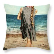 The Secret Beauty - La Belleza Secreta Throw Pillow
