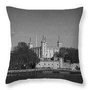 Tower Of London Riverside Throw Pillow by Gary Eason