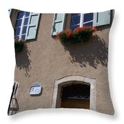 Un Maison Throw Pillow