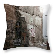 Un Mordisquitos Throw Pillow