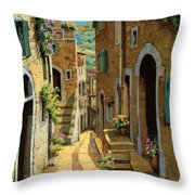 Un Passaggio Tra Le Case Throw Pillow