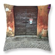 Vendesi Throw Pillow
