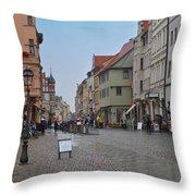 Village Stadt Throw Pillow
