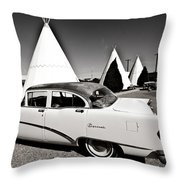 Wigwam Motel Classic Car #2 Throw Pillow