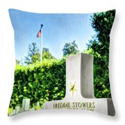 Wwi Medal Of Honor - Vintage Throw Pillow