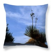 Yucca Plant In Rippled Sand Dunes In White Sands National Monument - Newm500 00107 Throw Pillow