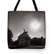 Statue Of Angel Of Peace Atop The Wellington Arch Tote Bag