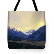 Sunrise On Aoraki Mount Cook In New Zealand Tote Bag