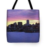 Philadelphia Skyline At Dusk Tote Bag