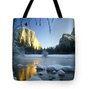 2m6538-yosemite Valley In Winter Tote Bag