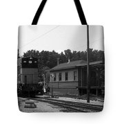 760 Passing The Yard House Bw Tote Bag