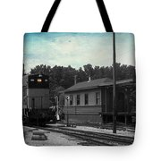 760 Train Engine Passing The Station Sc Textured Tote Bag