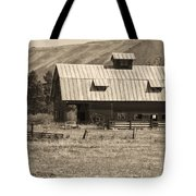 A Barn Near Ellensburg Wa Bw Tote Bag