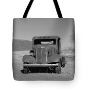 A North Dakota Carriage Tote Bag