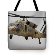 A Uh-60l Yanshuf Helicopter Landing Tote Bag