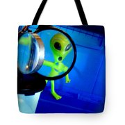 Alien Discovers A True Passion For Legitimate Musical Theatre And Belting Showtunes Tote Bag