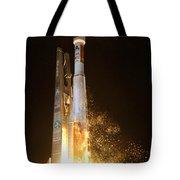 Atlas V Rocket Taking Off Tote Bag