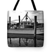 Avon Harbor Bxw 7/26 Tote Bag