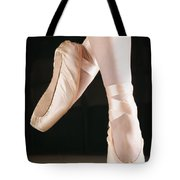 Ballet Dancer En Pointe Tote Bag