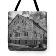 Barn At Amhi   7k00333 Tote Bag by Guy Whiteley