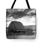 Barn On Rt.41 Ross County Tote Bag