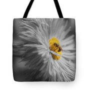 Bee On Daisy Flower Tote Bag