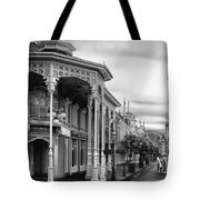 Before The Gates Open In Black And White Walt Disney World Tote Bag