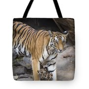 Bengal Tiger And Cubs Bandhavgarh Np Tote Bag