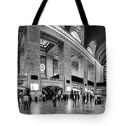 Black And White Pano Of Grand Central Station - Nyc Tote Bag