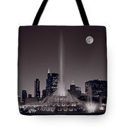 Buckingham Fountain Nightlight Chicago Bw Tote Bag