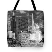 Buckingham Fountain Sears Tower Black And White Tote Bag