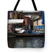 Cartoon - Man Rowing Small Boat Laden With Vegetables In The Dal Lake In Srinagar Tote Bag