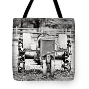 Case Tractor - Bw Tote Bag