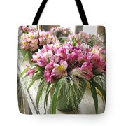 Chateau De Chenonceau Flowers On Mantle Tote Bag