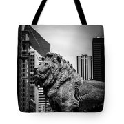 Chicago Lion Statues In Black And White Tote Bag
