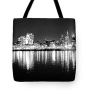 Cityscape In Black And White - Philadelphia Tote Bag