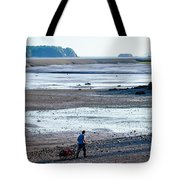Clam Digger With Wagon Tote Bag