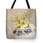 Daisies In A Teapot Tote Bag