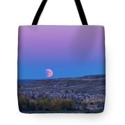 Eclipse Moonrise At Writing-on-stone Tote Bag