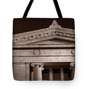 Field Museum Of Chicago Bw Tote Bag