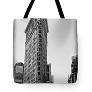 Flat Iron In Black And White Tote Bag by Bill Cannon