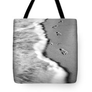 Footprints In The Sand Bw Tote Bag